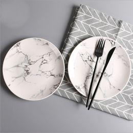 2018 Piatti di ceramica creativi per la casa Colore del marmo Rotondo Piatto di frutta Piatti di piatti Piatti Articoli da tavola Calda da vassoi di imbarcazioni all'ingrosso fornitori