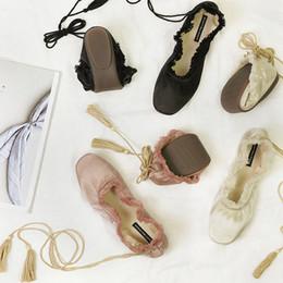 2019 квадратные носки Lace-Up балетная обувь женщина квартиры одиночная обувь квадратные пальцы ноги шелковые сплошные кисточки лодыжки крест-накрест на лодках на лодке на девочку танцевальная обувь скидка квадратные носки
