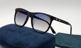 Luxe 0266 lunettes de soleil pour les femmes ovales mode populaire 0266S  conception de style d été avec les étoiles lunettes de soleil à la mode pas  cher 711de17ef8a9