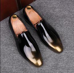 Forro de cuero zapatos de vestir de los hombres online-Zapatos de cuero de los hombres de negocios Zapatos de vestir colores mezclados charol estilo celebridad zapatos de tacón plano de cuero de los caballeros 37-43