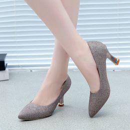 bombas para damas 2018 cristal tacones de plata zapatos de gran tamaño  stilettos punta redonda pums para mujer diseñador liangpian gran alta baja  mujer ... a22852df1899