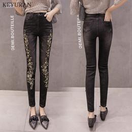 женские брюки Скидка Woman Flower Embroidered Jeans Femme Diamond Denim Pencil Pants For Women Black Slim Stretch Skinny Trousers Capris Feminina