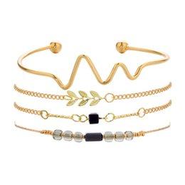 Argentina Nuevo 4 unids Gold Wave Bracelet Set Mujeres Declaración Boho Leaf Charm Pulseras de cadena Con Cuentas de diamantes de imitación 2018 Playa Joyería Z785 cheap bead set pcs Suministro