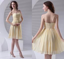 Vestido de dama de honor con pliegues amarillos online-2018 nuevos vestidos de dama de honor de color amarillo claro cariño acanalado una línea de dama de honor corto vestido ZPT408