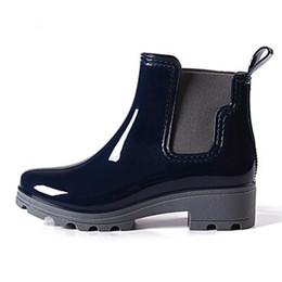 Resbalón de goma para tacones online-2018 Platform Rain Boots Ladies Rubber Botines Low Heels Women Boots Slip On Flats Shoes Mujer Talla grande 36-40