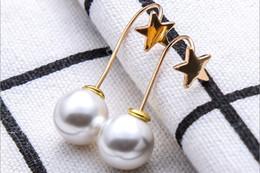 ae7784e90933 Nueva Gracia Perla de Imitación Pendiente Diseño Simple Metal Gold Start  Gota para el Oído Joyas Femeninas Adornos Colgantes de Perlas Al Por Mayor
