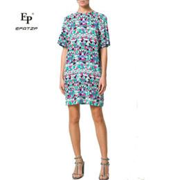f1980fa090ecb Yeni 2018 Yaz Moda Tasarımcısı Elbise kadın Kısa Kollu Renkli geometrik Baskı  XXL Streç Jersey Ince Ipek Gün Elbise cheap silk day dress