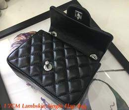 Bolsos cuadrados negros online-Buen precio Bolso cuadrado Crossbody de mujer 1115 Bolso único de solapa de piel de cordero negro 17cm Bolso pequeño de hombro de mujer