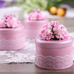caixas redondas redondas redondas Desconto 100 pcs Criativo Forma Redonda Folha de Flandres Caixa de Doces Do Casamento Com Flor Bonita Pequena Caixa de Presente Do Favor de Partido Rosa / Roxo / Vermelho / Azul