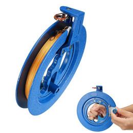 2019 strumento cervo volante Kite Reel Winder Fire Wheel String Maniglia volante Strumento Twisted String Line Outdoor Round Blue Grip per Kite Accessori strumento cervo volante economici