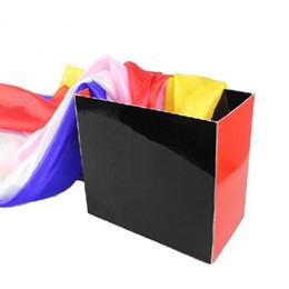 Livraison gratuite boîte vide Foulard en soie boîte vide Coloré foulard de soie magique Débutant magie Fête Réunion annuelle Performance Stage accessoires de magie ? partir de fabricateur