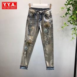 Длинные цветочные джинсы онлайн-Fashion Slim Embroidery 3D Floral Hole Stretch Denim Pencil Pants Women Streetwear European Style Long Jeans Trousers For Women