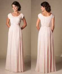 vestidos de noiva com pérola rosa mãe Desconto 2020 Pérola Rosa Mãe dos Vestidos de Noiva Longos Modestos Chiffon Praia Com Cap Mangas Frisada Ruched Temple Vestidos de noite