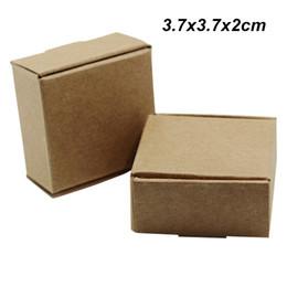 Упаковочные коробки для мыла ручной работы онлайн-Коричневый 50шт / лот 3.7x3.7x2 см крафт-бумага свадебные подарки коробки для украшения Ювелирные изделия печенье картон ручной работы мыло конфеты хранения упаковки коробки