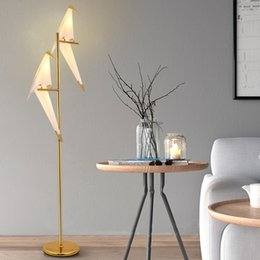 Lámparas de pie Diseño moderno de Europa Lámpara de soporte de metal Nordic Lámpara de pie creativa Dormitorio Sala de estar Pantalla Pantalla Lámpara de lámparas desde fabricantes
