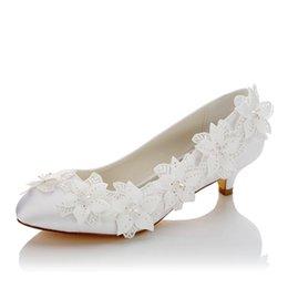 Zapato plano de color marfil blanco con punta redonda zapato plano de tacón bajo de 3 cm con detalles de algunos seguidores con zapatos nupciales de boda desde fabricantes