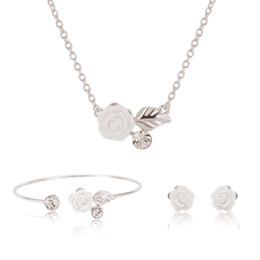Canada vintage boucles d'oreille collier zircon feuille rose collier de bijoux pour les femmes bijoux de fiançailles cheap engagement bangles Offre