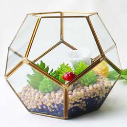 Piante per giardini miniatura online-18 * 14 cm Nuovo Terrario di Vetro In Miniatura Diamante Geometrico Desktop Garden Planter Calcio Stile Serra Piante Succulente Home Decor WX9-677