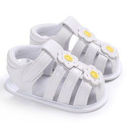 Wholesale Handmade Baby Sandals - 2018 new arrival comfort baby sandal handmade shoes toe guard prewalker cute flower white with Girls Clogs Soft Toddler Shoes 3 Colors