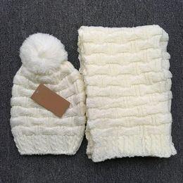 2018 Новый высокое качество мужчины и женщины дизайнер шляпа шарф наборы теплый европейский элитный люксовый бренд шляпа шарф модные аксессуары Бесплатная доставка