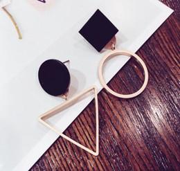 orecchini di disegno della corea Sconti new Orecchini geometrici asimmetrici a cerchio stile long girl giorno Corea semplice joker adorabile articolo alla moda orecchini di design individuale