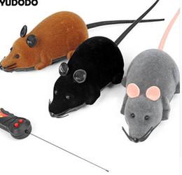 Topi grigi online-Nero / Grigio / Marrone Divertente Pet Cat Toys Telecomando Wireless Simulazione Peluche Mouse RC Mouse ratto Topolino Gattino per gatti