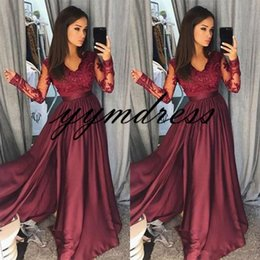 2019 um ombro império cintura vestido de baile Cheap Arabic Dubai 2018 Simple Burgundy Evening Dresses V Neck Long Sleeves Lace Applique Floor Length Side Split Dresses Evening Wear