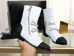 Botines negros cadenas cadenas online-Chains Boots Blanco Negro Moda para mujer Hot Fall Winter Botines envío gratis
