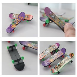 scooter gifts Coupons - Mini Finger Skateboard Fingerboard KIDS TOY Kid finger sport Scooter Skate Party Favors Educational Gift Toys LC84