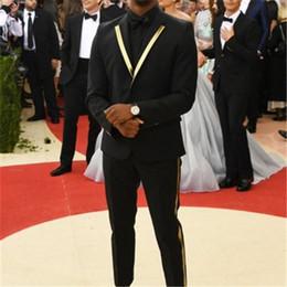 2019 gli uomini progettano blazer Risvolto dorato uomo nero abiti Costume Homme 2 pezzi (giacca + mutanda + cravatta) Moda Terno masculino sposo ultimo disegno Blazer 820 gli uomini progettano blazer economici