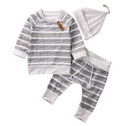 roupas de calças listradas Desconto 2018 Bebê Recém-nascido Meninos Listrado Cinza Top Calças Chapéu 3 Pcs Set Outfits Manga Longa Estilos Breve baby Boy Roupas 0-18 M