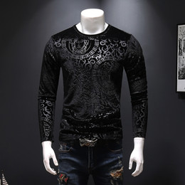 Sudaderas grandes online-Sudadera de terciopelo dorado otoño gran tamaño de los hombres autocultivo flor oscura manga larga camiseta de gama alta moda tocando fondo camisa