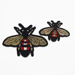 Wholesale Bee Clothes - 25pcs Embroidery Bee Patch Sew Iron On Patch Badge Fabric Applique DIY for clothes shoes bags