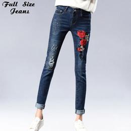 91062e930754 Plus Size Floral Ricamo Matita Jeans per Donna 4Xl 5XL 7XL Blu Scuro  Strappato Skinny Slim Pantaloni Lunghi Pantaloni jeans scarni blu scuro per  le donne ...