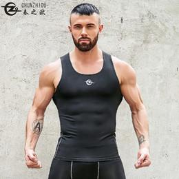 2019 camicia di compressione Gilet da uomo estate in esecuzione top fitness senza maniche compressione aderente vestiti ad asciugatura rapida sport camicia muscolare sul posto di lavoro yoga camicia di compressione economici