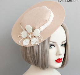 2019 bolos de casamento de ouro branco preto Dignatários britânicos elegante chapéu de renda flores primavera verão outono inverno geral moda com enfeites de cabelo banquetes