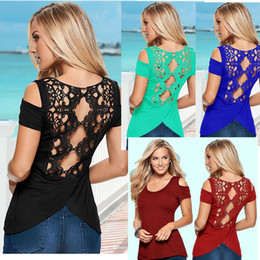 t-shirt mulheres laço de volta Desconto Plus size Voltar Lace Blusas de Verão Mulheres Elegantes T shirt Rendas Crochet Manga Curta Fria Ombro Dividir T Shirt Frete grátis
