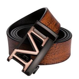 Cinturón de hombre Marca de fábrica de lujo 2018 Cinturones de cuero de  vaca con hebillas de cinturón de aleación de oro para hombres Marrón  Ceinture homme ... 0abdc456a8fc