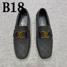 Zapatos mocasines para hombre online-2018 Otoño de Alta Calidad Para Hombre Multicolor de Cuero Genuino de Lujo Hebilla Mocasines Medusa Zapatillas de Conducción Conductor Zapatos Plus 38-44