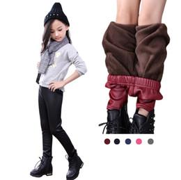 Yeni moda kış sıcak tayt bebek kız tayt PU pantolon bebek pantolon çocuk giyim çocuk giyim bebek kalınlaşmak deri pantolon cheap girl fashion leather pants nereden kız moda deri pantolon tedarikçiler