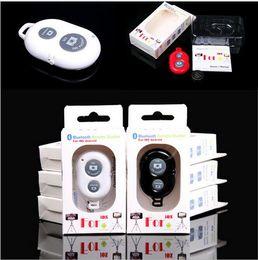 2019 timer remoto Bluetooth Selfie Self-pole Otturatore remoto Smart phone Controllo remoto della fotocamera Otturatore senza fili con autoscatto per Selfie Monopod Sticks timer remoto economici