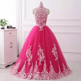 Barato rosa puffy vestidos de baile online-Cuello alto Hot Pink Quinceanera Vestidos 2017 Recién Llegado de encaje de tul vestido de bola Dulce 15 Vestidos Puffy Prom vestidos Debutante baratos