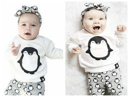 40056d3266c93 Nouveau-né bébé fille garçon vêtements pingouin haut T-shirt + pantalon  leggings 2 pcs tenues enfants garçon filles costume de mode tenues todder  vêtements ...