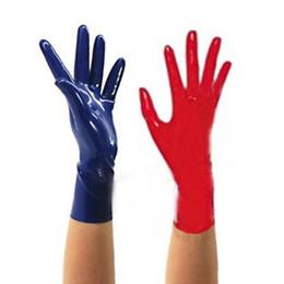 Hombres de látex cortos online-Sexy exóticas masculinas mujeres mujeres hombres látex Sólido Negro Rojo blanco rosado guantes cortos XS-XXL 1 par envío gratis