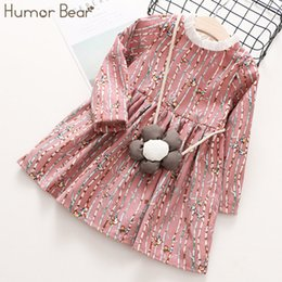 Il vestito porta i sacchetti online-Vestiti dell'orso dei bambini dell'orso di umore 2018 Ragazze di autunno vestono il fumetto della striscia + i bambini del disegno del sacchetto dei fiori Vestiti del vestito da modo delle ragazze