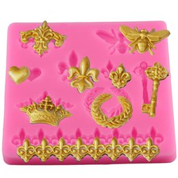 Wholesale Butterfly Cake Decorating Cutter Fondant - Wholesale-Cake Border Silicone Molds Butterfly Crown Relief Cupcake Fondant Cake Decorating Tools Gumpaste Chocolate Moulds YB200251
