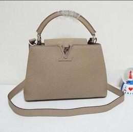 vvtisks8 Capucines BB Mini Женская сумка M94636 Светло-кофейная цветная сумка НАСТОЯЩАЯ ИСКУССТВЕННАЯ ИСКУССТВЕННАЯ СУМКА Сумка на плечо TOTES CROSS BODY BUSINESS BAGS от