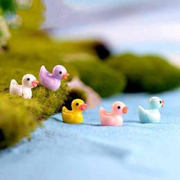 Miniatura Cute Little Yellow Duck Materiale fai da te Mini resina Handcaft Moss Micro Accessori Paesaggio Vaso da fiori Decorazione Fairy Garden da piante da giardino in miniatura fornitori