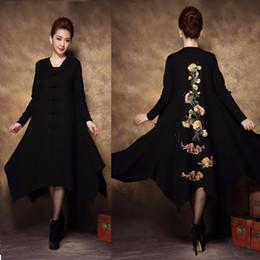 Maglione di mezza età online-New2017Autumn Middle age donna Taglie forti Vintage trench coat asimmetrico ricamo Retro fibbia outwear outfit