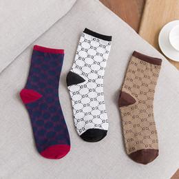 2019 athletische besatzung socken großhandel Italien Gestreiften Gürtel Logo Baumwolle Socken Mode Männer Frauen Unisex Casual Socken Paar Socken 3 Farben Großhandel Sport Socke